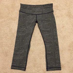 Lululemon Blk/Wht Square Pattern Crop Leggings!